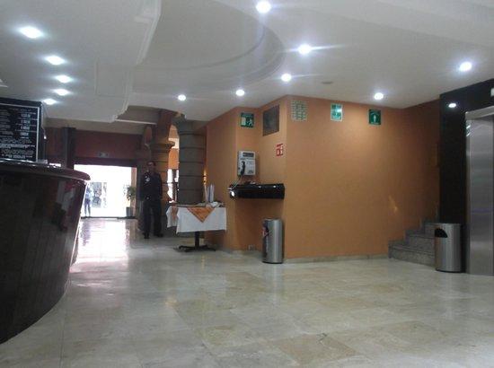Hotel Azores: Entrada corredor