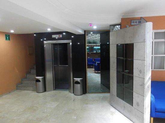 Hotel Azores: Ascensor