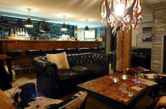 Hotel Firefly: The bar.