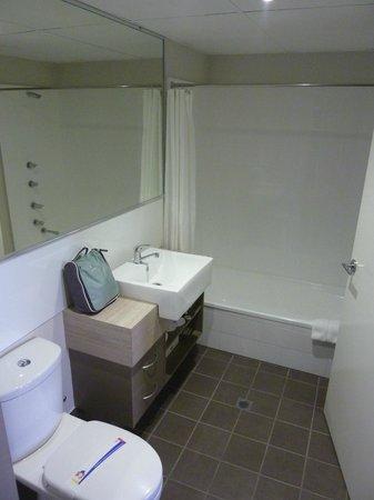 Cairns Plaza Hotel: Banheiro