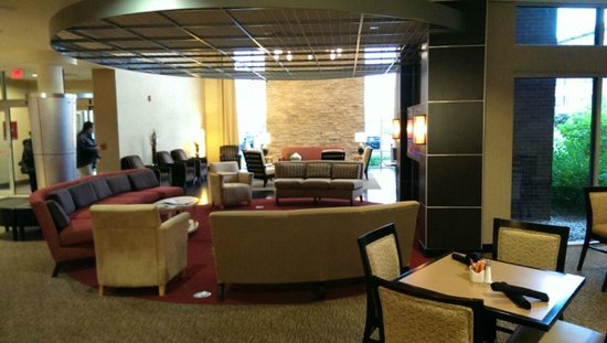 Cambria hotel & suites : Lobby/Reception Area