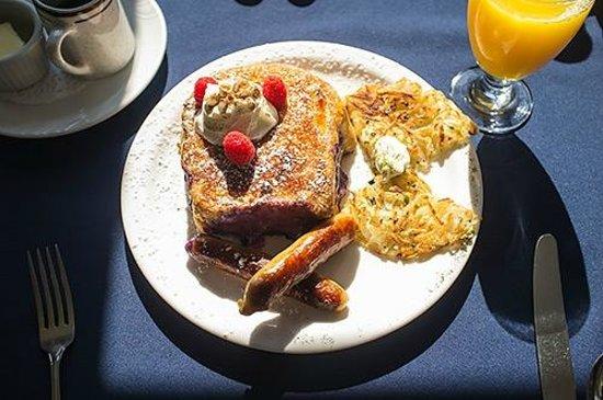 SeaWind Landing Country Inn: Blueberry stuffed French toast brûlée for breakfast