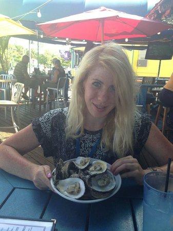 The Siesta Key Oyster Bar : A dozen oysters $6!!