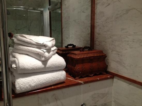Twenty Nevern Square: bathroom