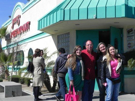 Jenny's Family Restaurant: Na porta
