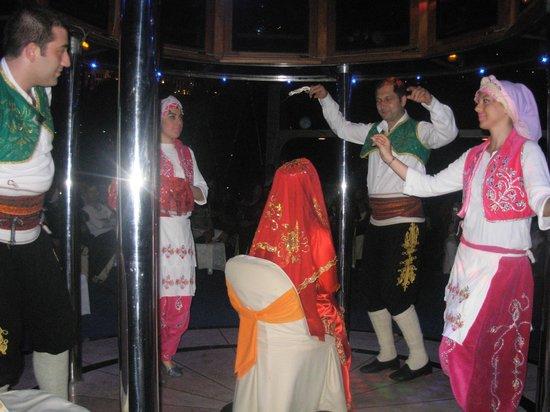 Turnatour - Bosphorus Dinner Cruise: entertenment