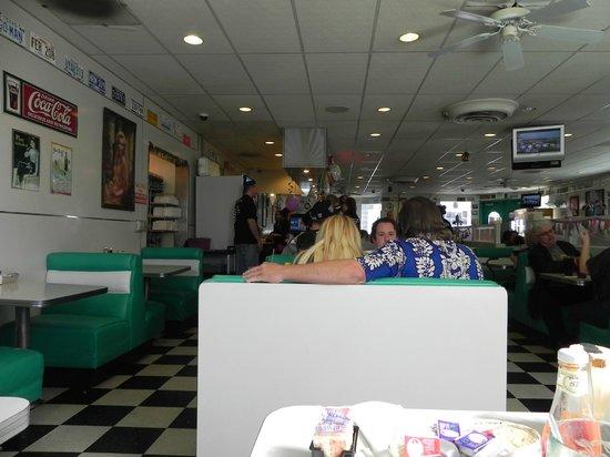 Jenny's Family Restaurant: Ambiente interno, decoração anos 50....muito legal!
