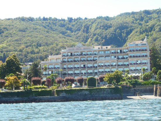 Grand Hotel Bristol : VISTA FRENTE HOTEL DESDE EL LAGO MAGGIORE