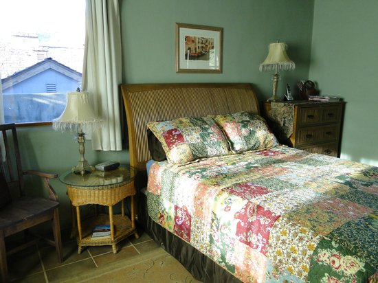 The Rooms Upstairs: Queen room