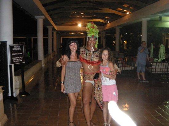 Catalonia Bavaro Beach, Casino & Golf Resort: Maria, pluma y mi hija