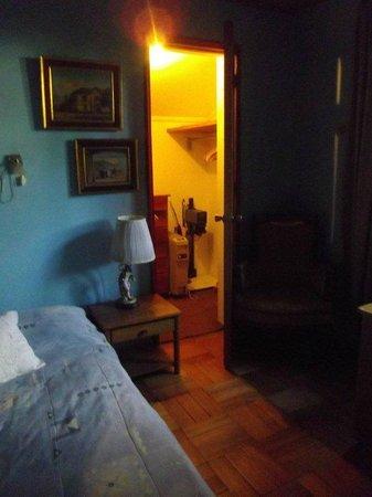 Magda House: Habitación y Closet