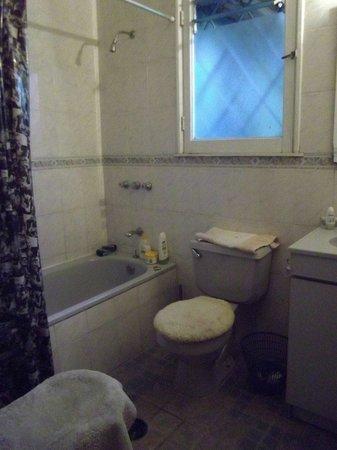 Magda House: Baño completo con Tina