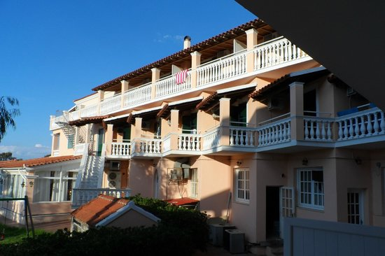 Alkyon Hotel: View of the other balconies.