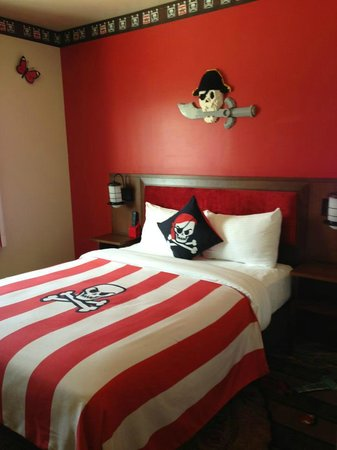 LEGOLAND California Hotel: Adults bed