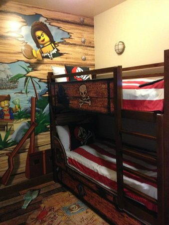 LEGOLAND California Hotel: Pirate bunk beds