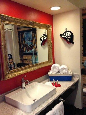 LEGOLAND California Hotel: vanity in bathroom