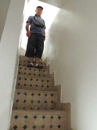 Dar Warda: L'escalier étroit et raide