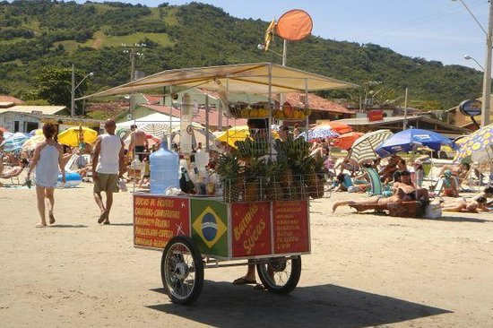 Garopaba Beach: Trolley to sell with juices and cocktails