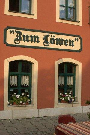 Hotel Gasthof Zum Löwen: breakfast room from outside
