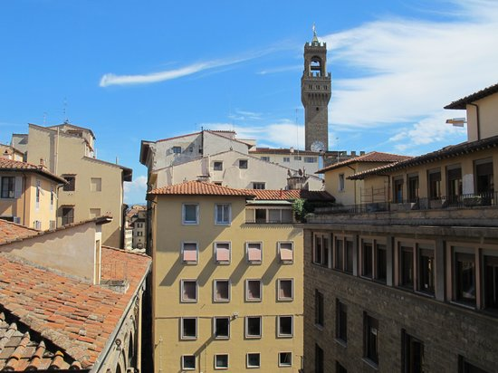 Relais Cavalcanti : A view of the Palazzo Vecchio tower from the Botticelli room.