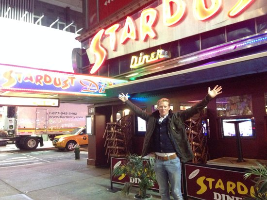 Ellen's Stardust Diner : Utanför