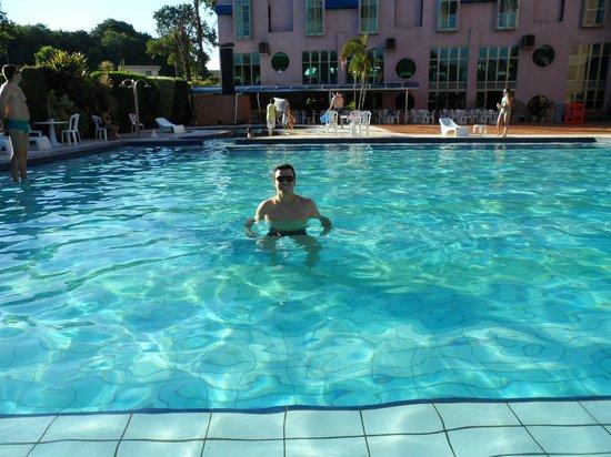 Falls Galli Hotel: Piscina do hotel.