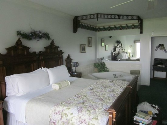 Sea Cliff Gardens Bed & Breakfast : Maria Theresa Suite