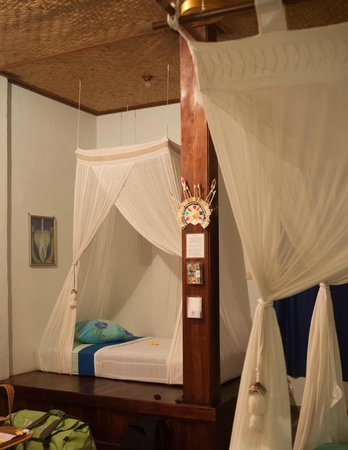 Sananda Bungalows: Beds for princesses
