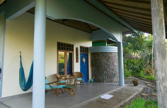 Sananda Bungalows: Porch with hammock