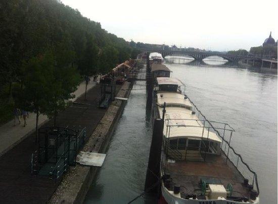 Mercure Lyon Centre Saxe Lafayette: River Rhone near hotel
