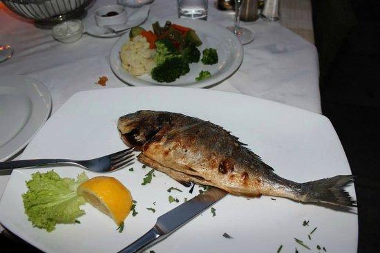 Kitro: 13.50 euro grilled Sea Bream...good, but no potatoes
