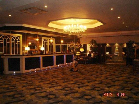 Gleneagle Hotel: The lobby