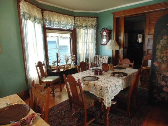 Franklin Street Inn Bed and Breakfast: dining