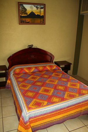Hotel Arenal Bromelias: Single bed