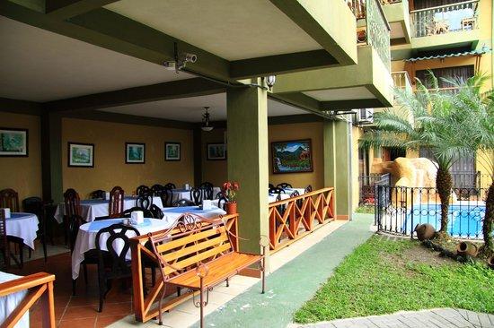 Hotel Arenal Bromelias: The restaurant