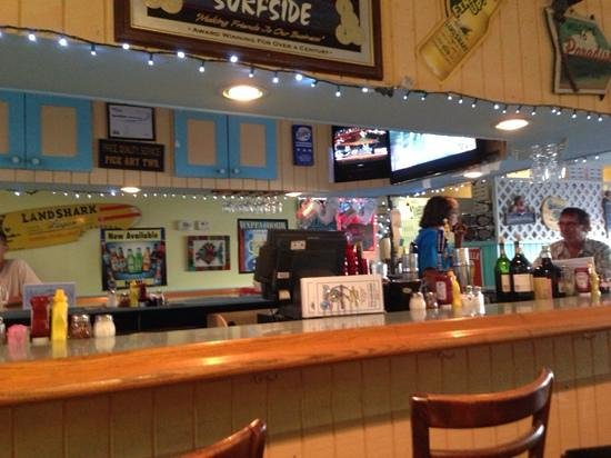 Brock's Surfside Grill & Pizzeria : comfortable and welcoming