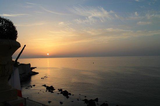 Royal Maniace Hotel: Sonnenaufgang vor der Ortigia
