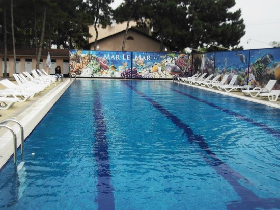 Mar Le Mar Club: Подогреваемый бассейн тёплый в любую погоду