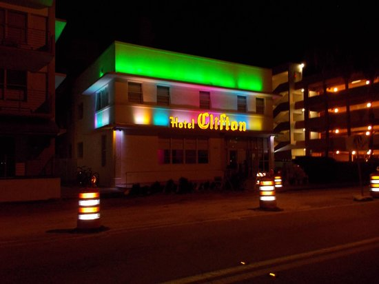 Clifton Hotel South Beach: Street View
