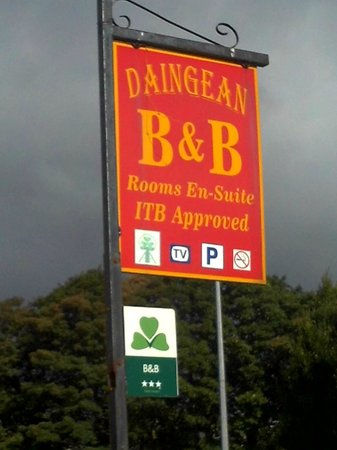 An Daingean : Sign out front