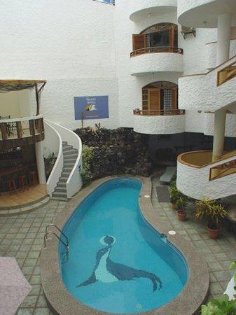 Grand hotel lobo de mar puerto ayora ecuador for Piscina 94 respuestas