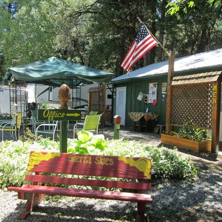 Sierra Skies RV Park: Saturday Morning Coffee Social