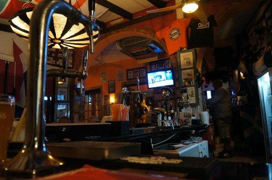 Groove Bar Kamari: At the Bar