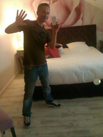 Hotel Au Bon Coin : L unique chambre de l hôtel spéciale amoureux.