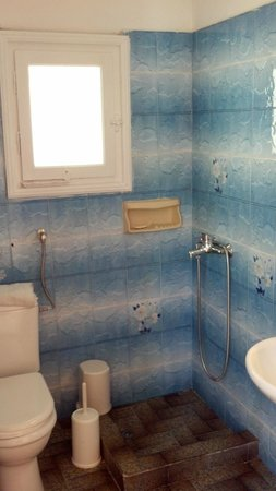 Mama's Pension: baño habitacion doble