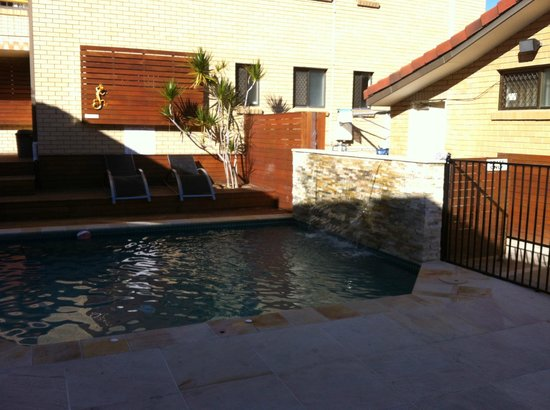 Surfers Paradise Backpackers Resort: at the court yard