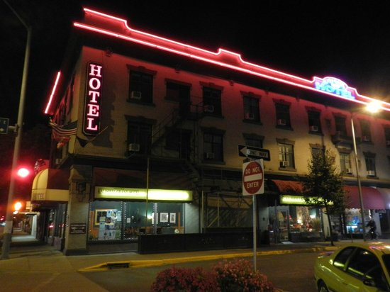 The Kalispell Grand Hotel: Kalispell Grand by Night