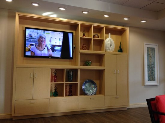 Home2 Suites by Hilton Charlotte I-77 South: Lobby TV