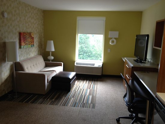 Home2 Suites by Hilton Charlotte I-77 South: Living Room