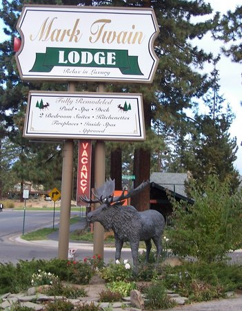 Mark Twain Lodge: Moose & Sign